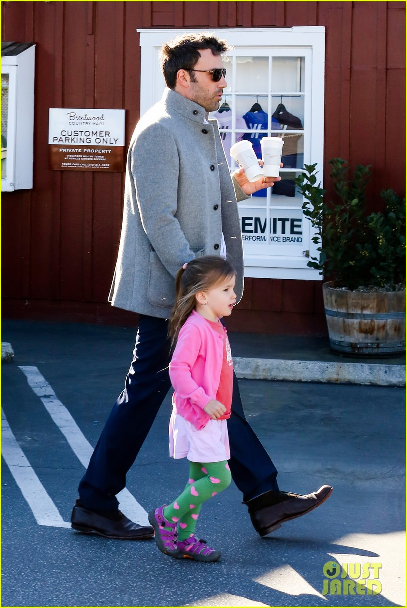 ben affleck breakfast stop with seraphina 222823082