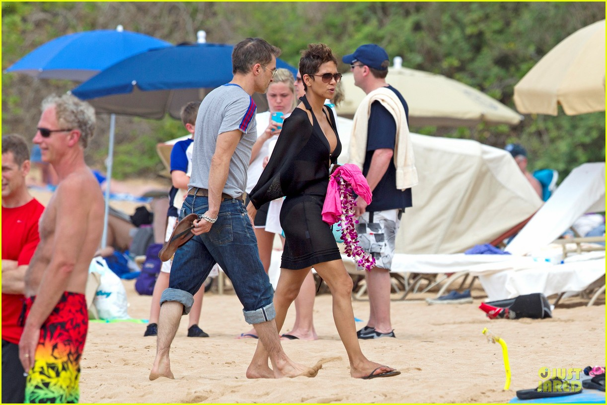 halle berry hot bikini maui mama 132838345