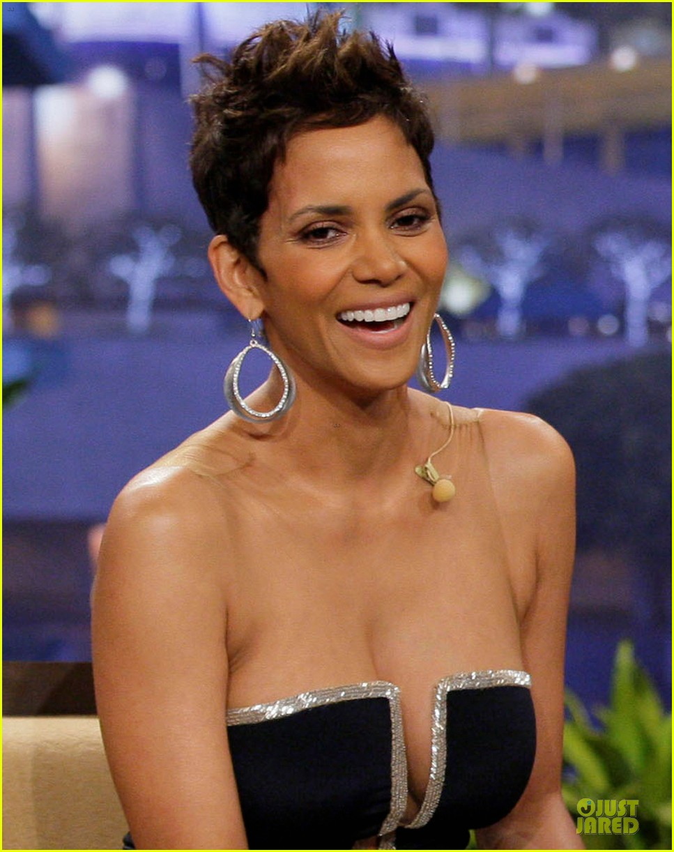 Titties!!!1 She's halle barry boob EPIC