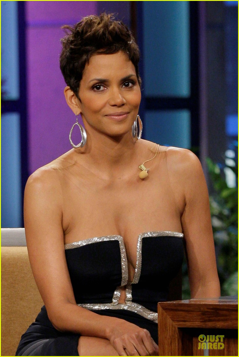 halle berry: oscars boob song didn't offend me!: photo 2829219