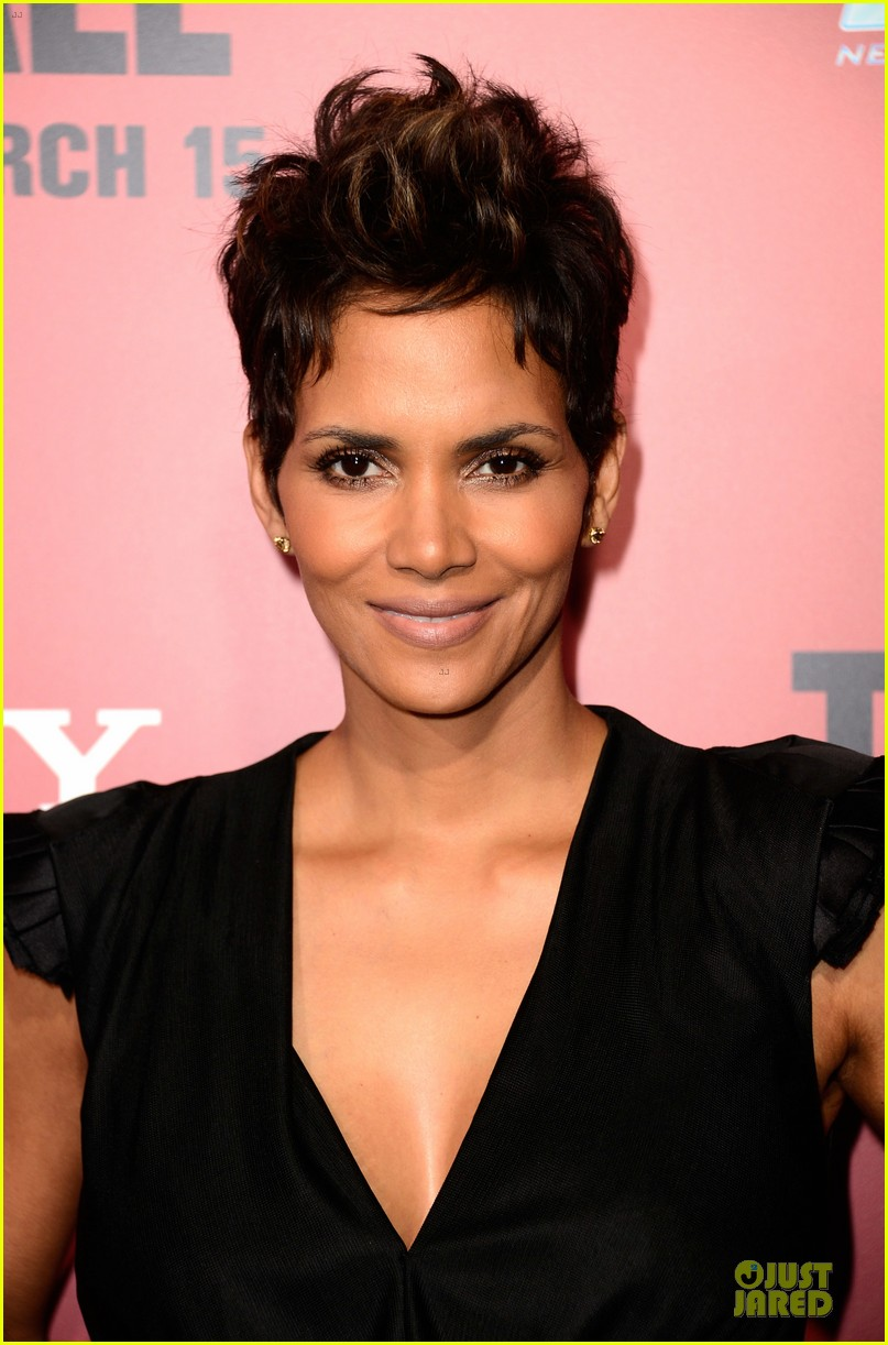 halle berry abigail breslin the call hollywood premiere 022825769