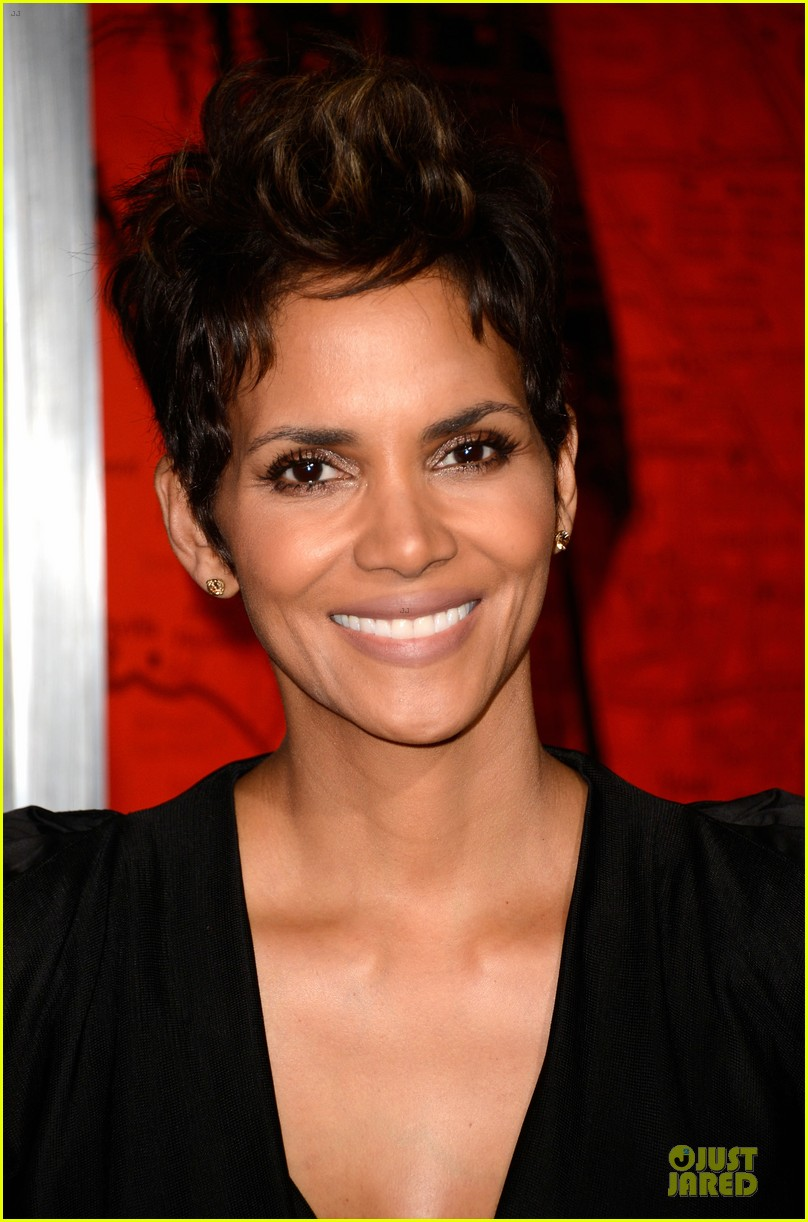 halle berry abigail breslin the call hollywood premiere 062825773