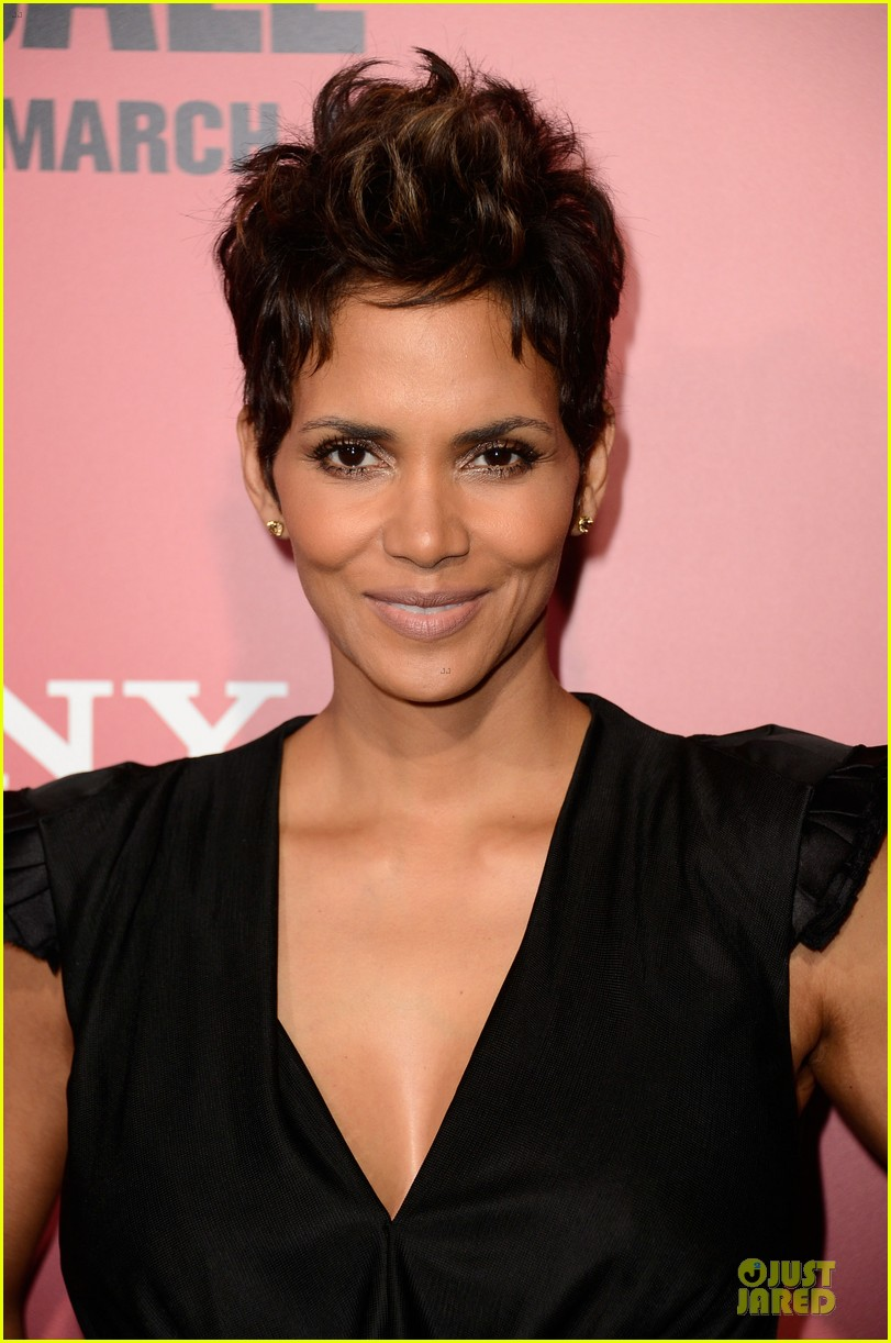 halle berry abigail breslin the call hollywood premiere 092825776