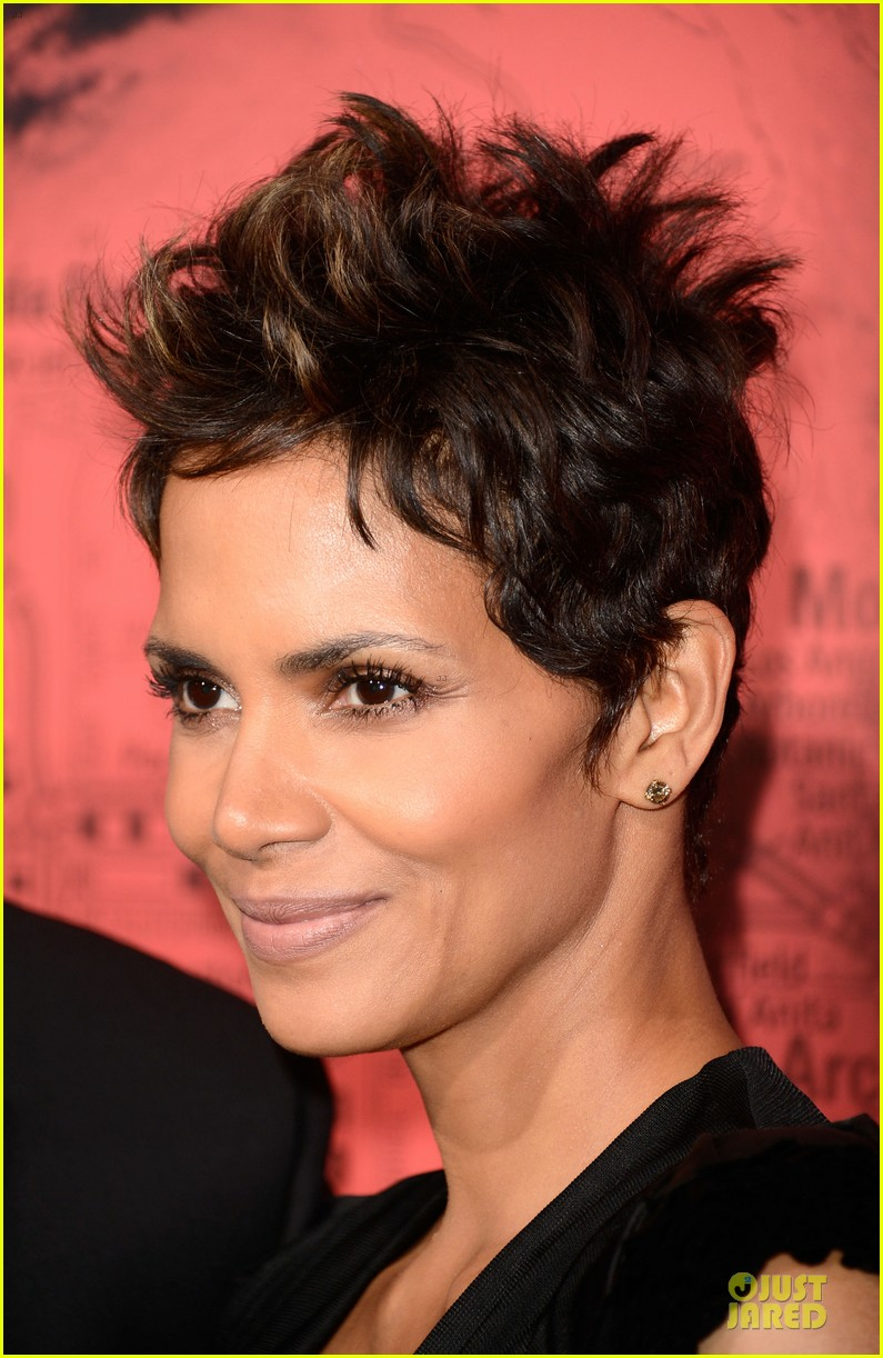 halle berry abigail breslin the call hollywood premiere 122825779