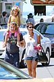 halle berry nahla henna tattooing mother daughter duo 19