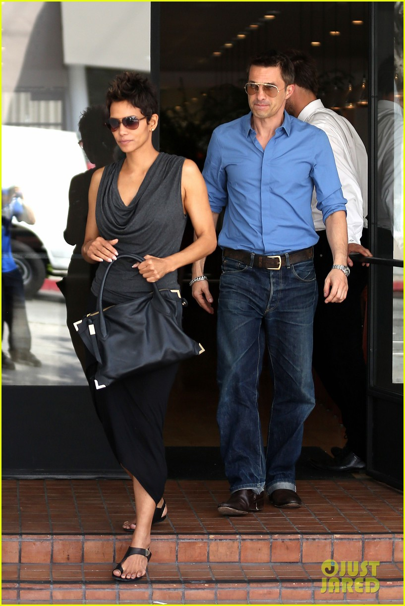 halle berry olivier martinez fig olive lunch 122837592