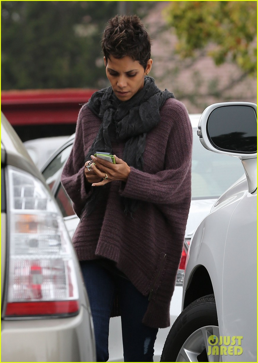 halle berry talks the call poodle hairdo 022834416