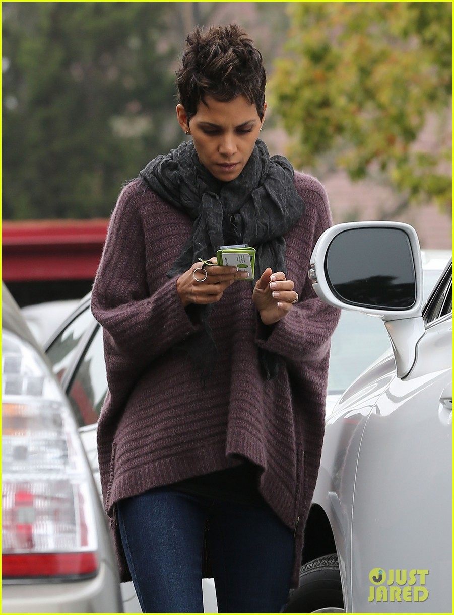 halle berry talks the call poodle hairdo 042834418