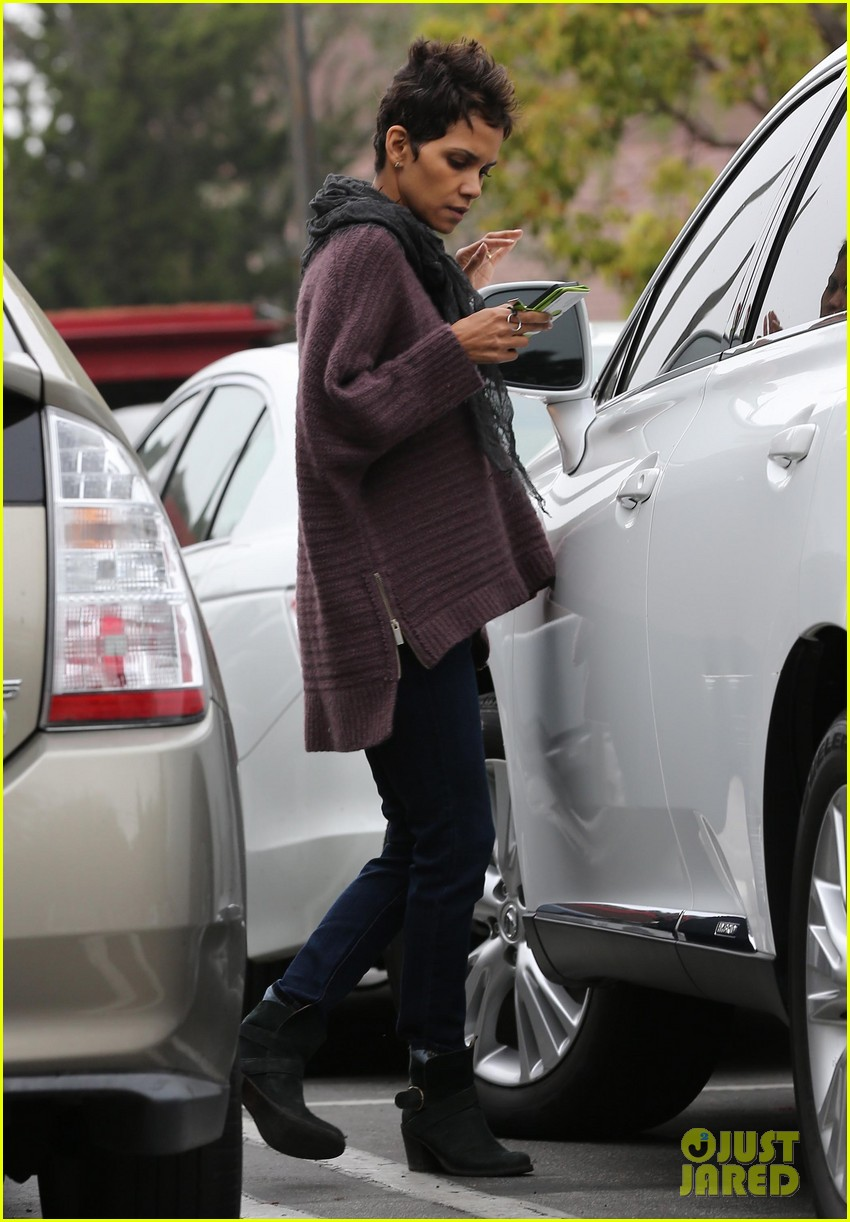 halle berry talks the call poodle hairdo 052834419