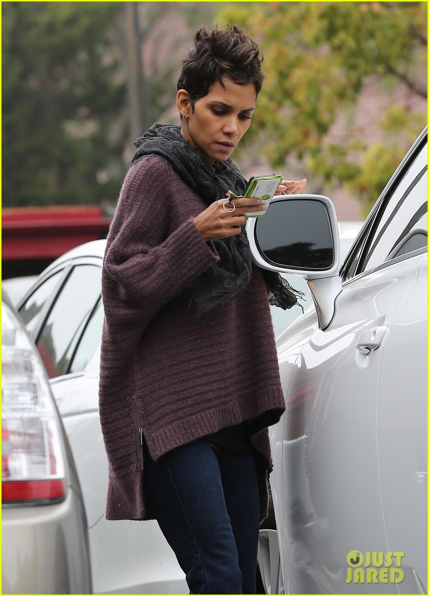 halle berry talks the call poodle hairdo 082834422