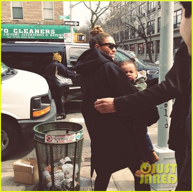 beyonce blue ivy brooklyn lunch pair 03