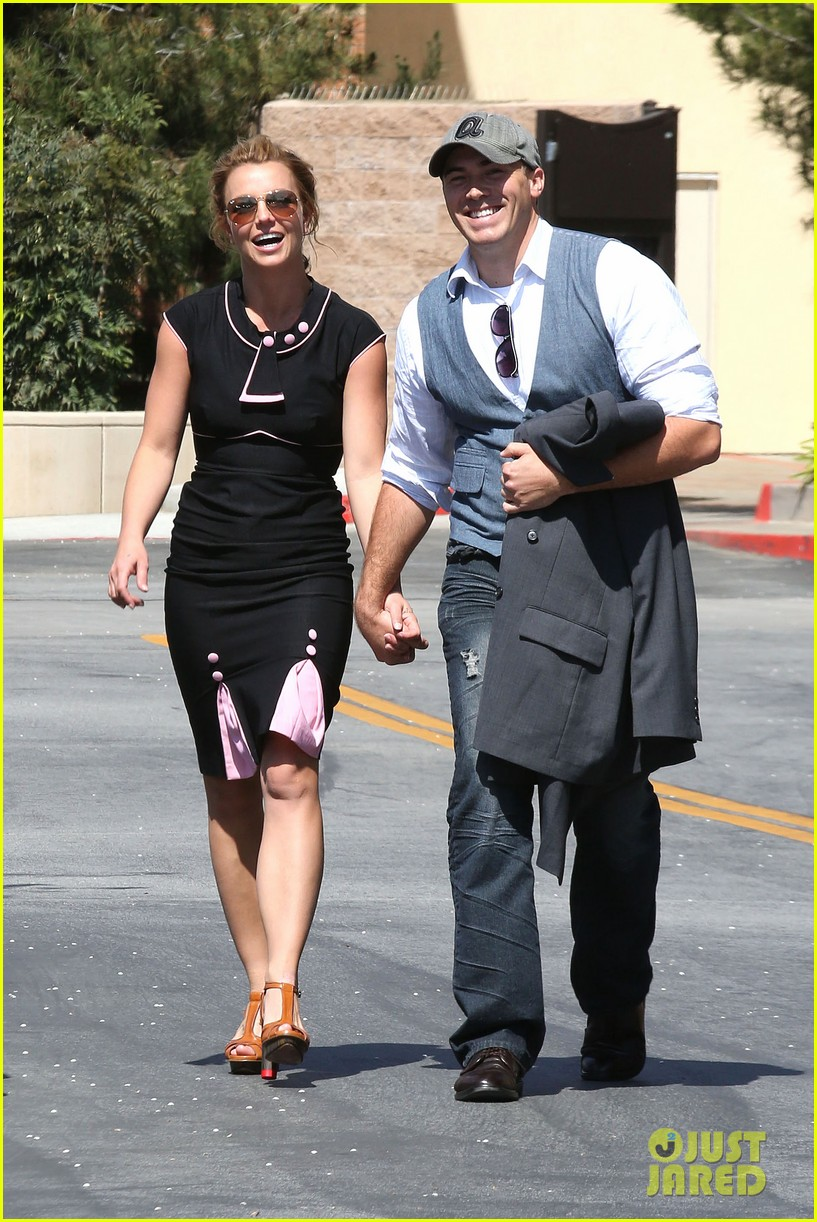 britney spears david lucado holding hands 012835826