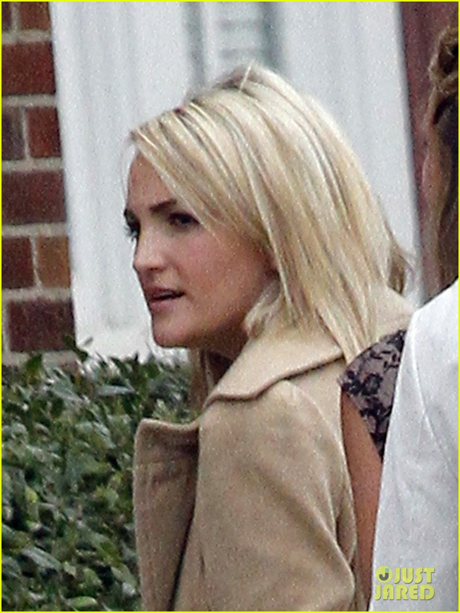 britney spears easter church service with the family 042841055