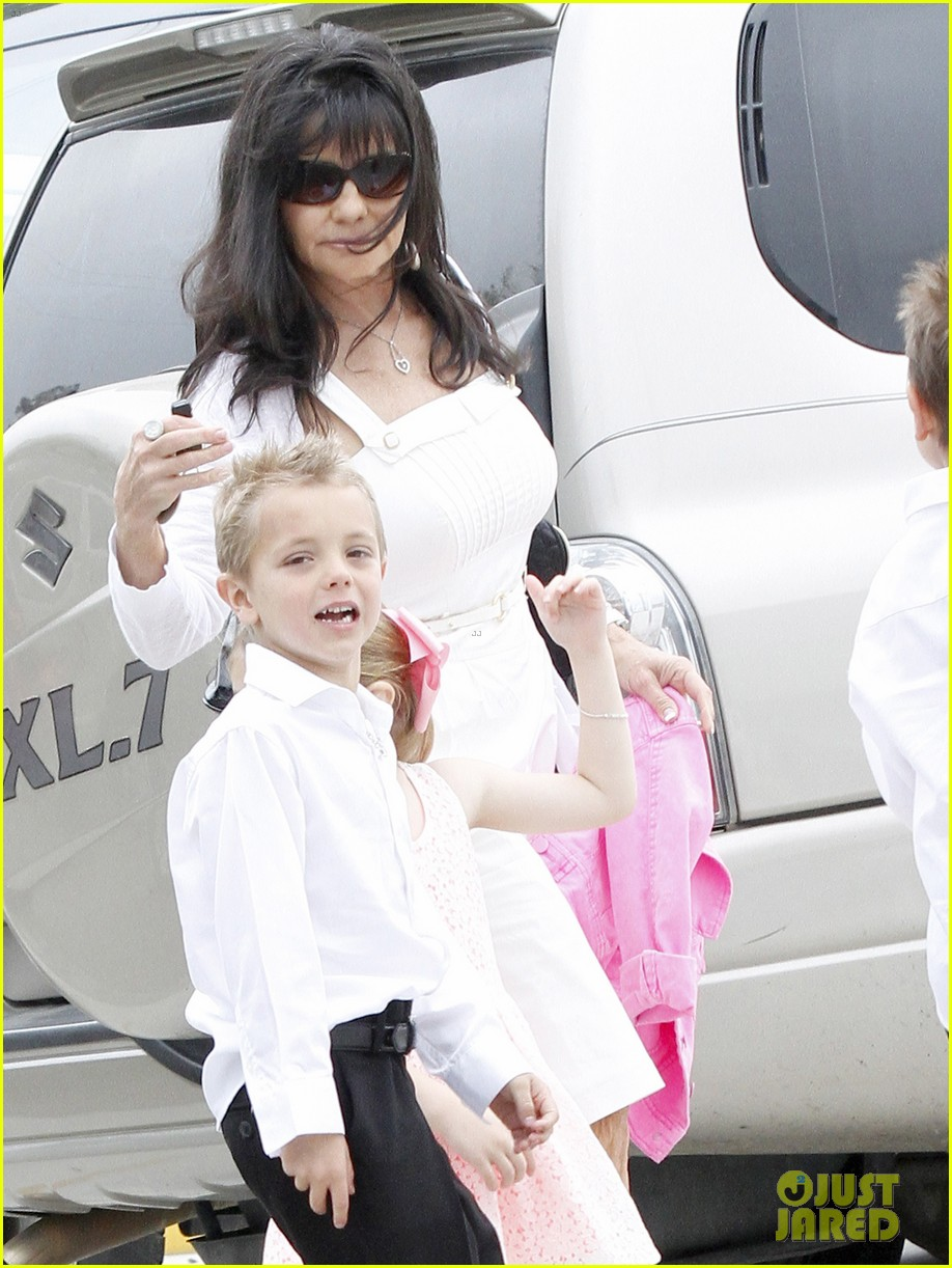 britney spears easter church service with the family 072841058