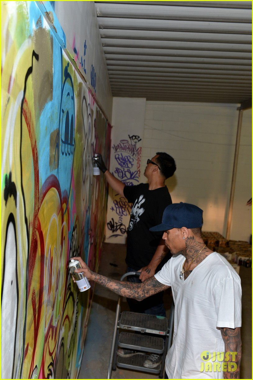 chris brown creates graffiti artwork for charity 102832860