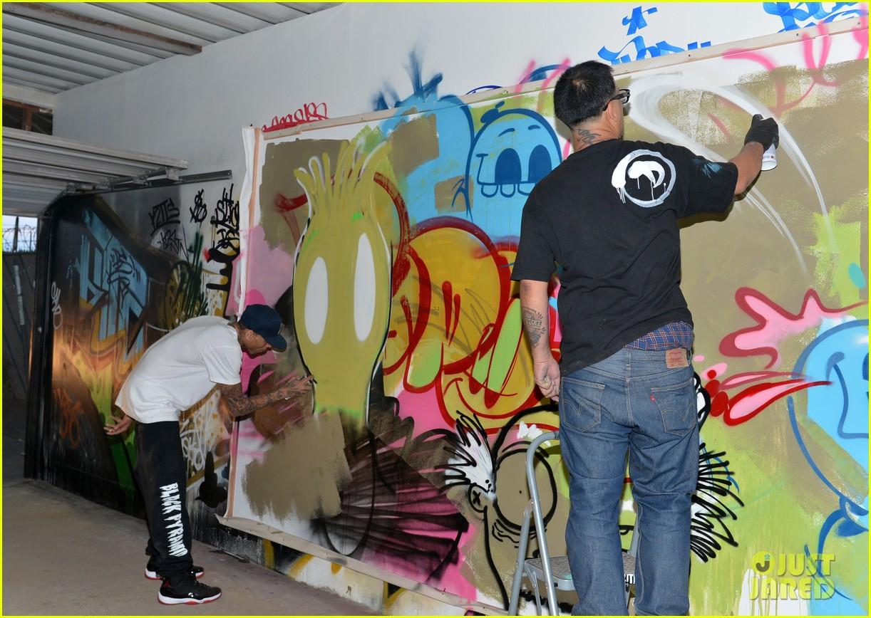 chris brown creates graffiti artwork for charity 112832861