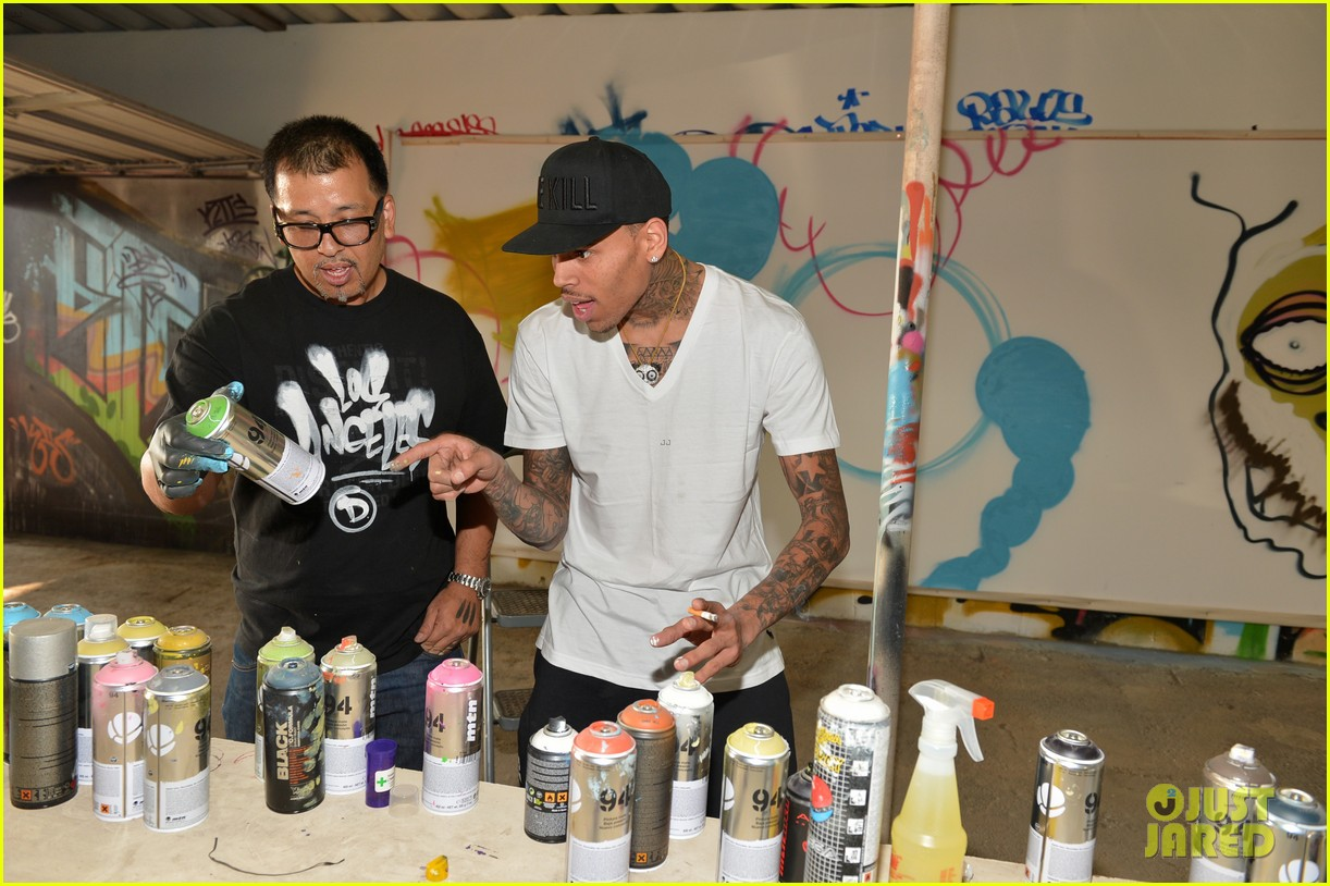 chris brown creates graffiti artwork for charity 16