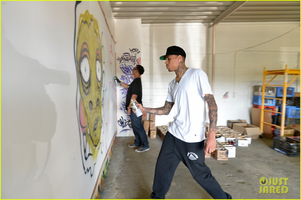 chris brown creates graffiti artwork for charity 172832867