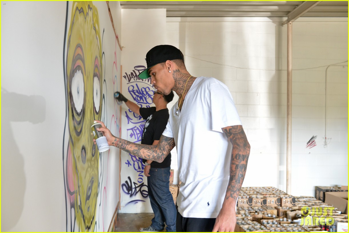 chris brown creates graffiti artwork for charity 202832870