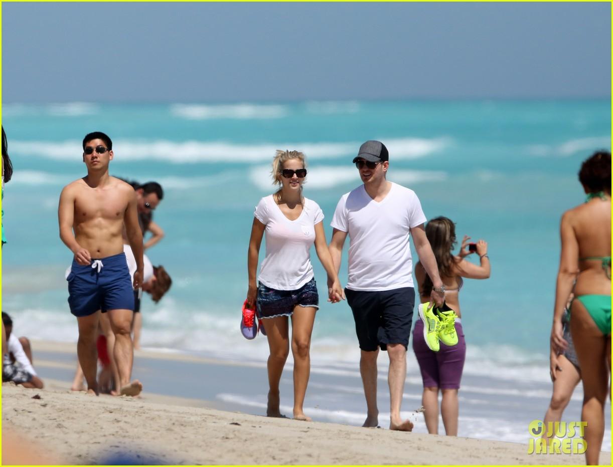 Луисана лопилато на пляже фото