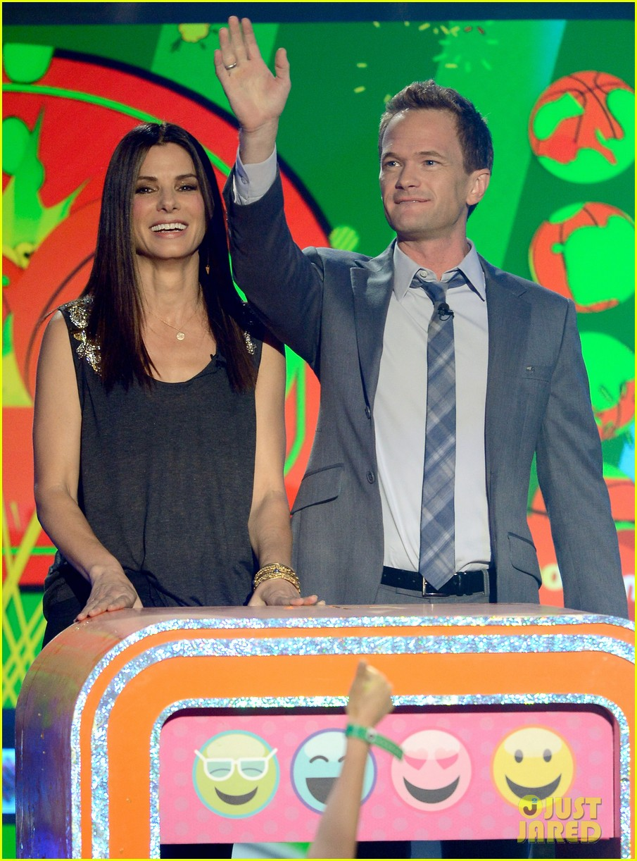 sandra bullock neil patrick harris slimed at kcas 2013 01