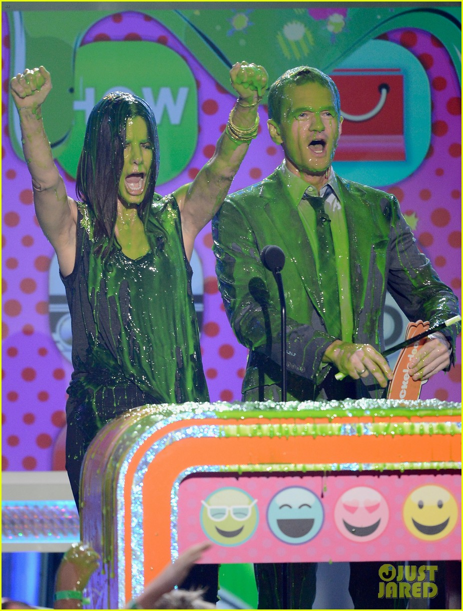 sandra bullock neil patrick harris slimed at kcas 2013 05