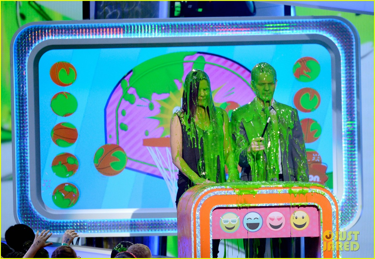 sandra bullock neil patrick harris slimed at kcas 2013 08