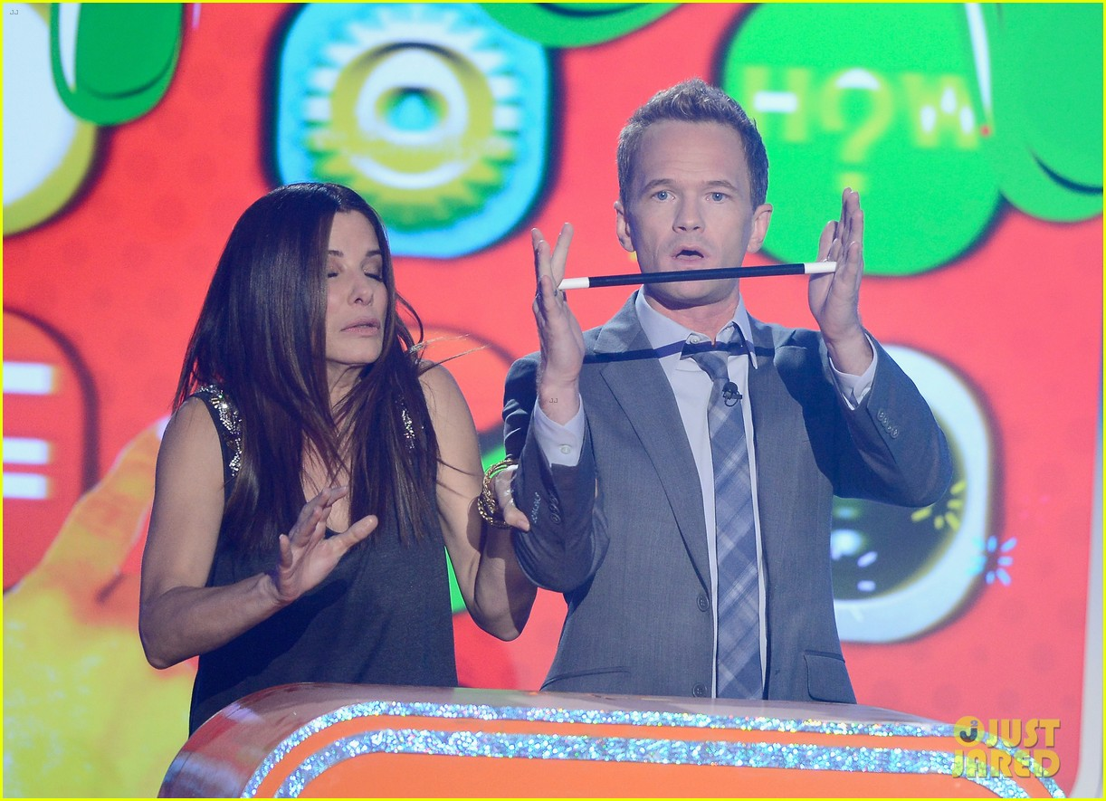 sandra bullock neil patrick harris slimed at kcas 2013 092836553