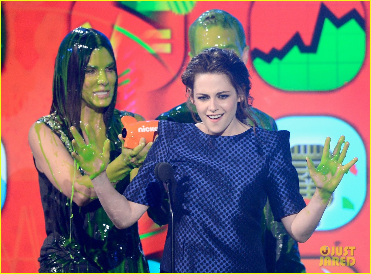 sandra bullock neil patrick harris slimed at kcas 2013 142836558