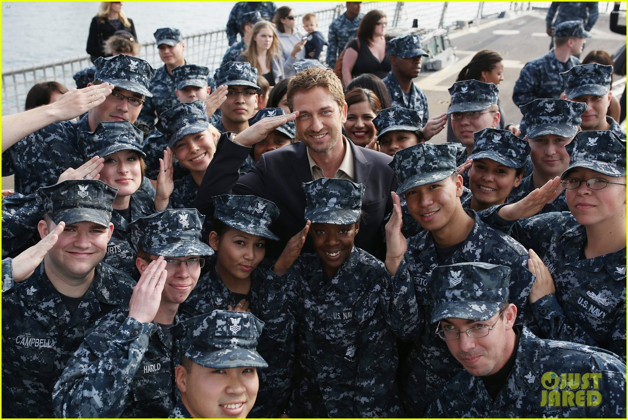gerard butler olympus has fallen camp pendleton screening 032832848