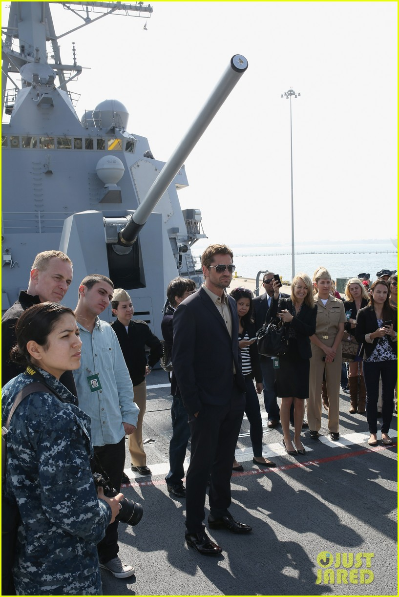 gerard butler olympus has fallen camp pendleton screening 052832850