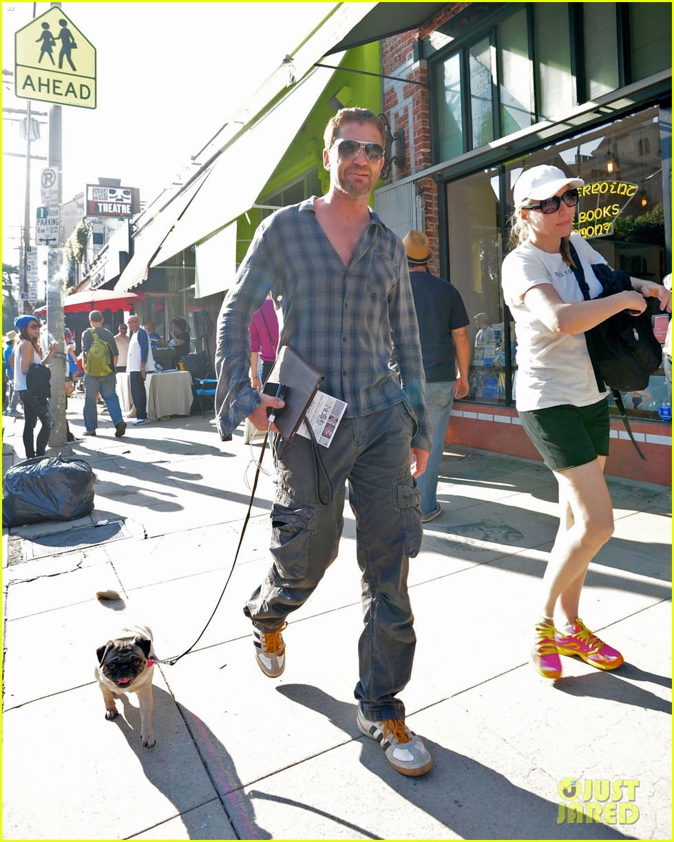 gerard butler steps out after olympus has fallen strong opening 012837686