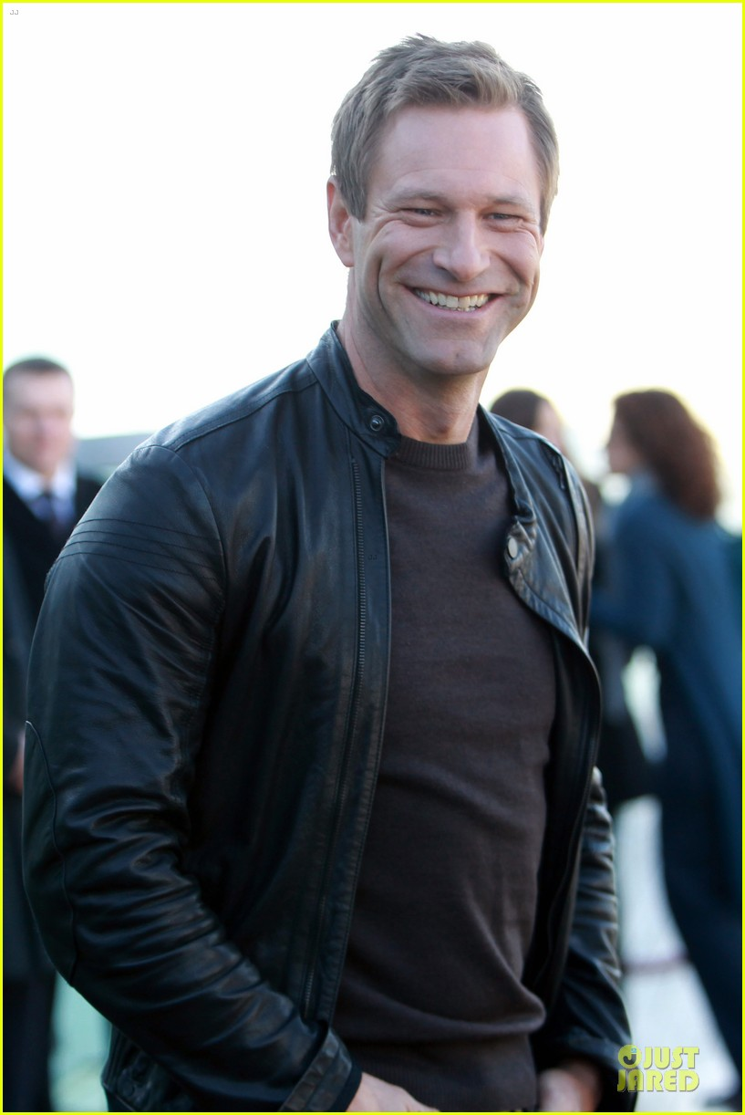gerard butler does yoga cleanses cardio workouts 042839975
