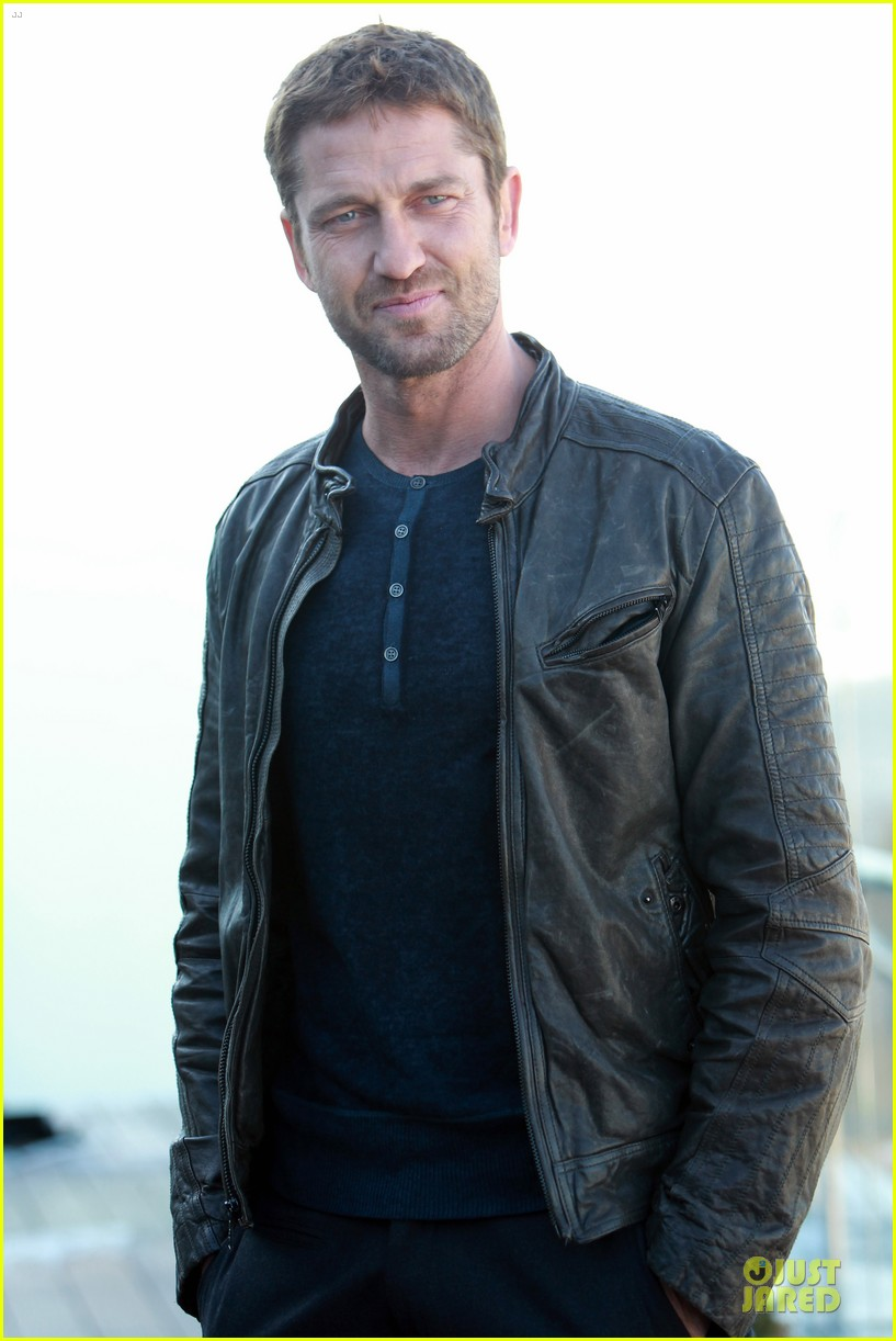 gerard butler does yoga cleanses cardio workouts 122839983