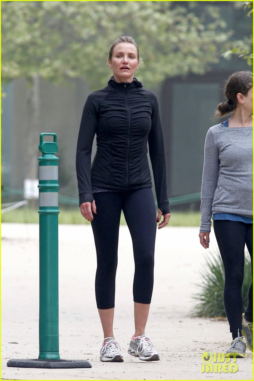 cameron diaz hiking in la 032834394