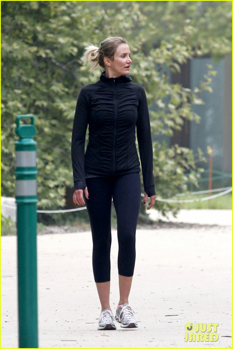 cameron diaz hiking in la 05