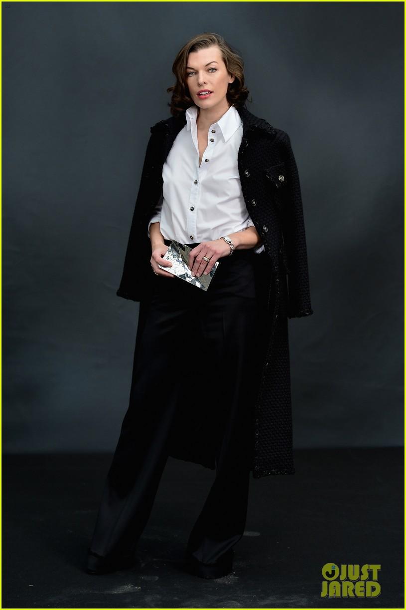 jessica chastain milla jovovich chanel fashion show 122825391