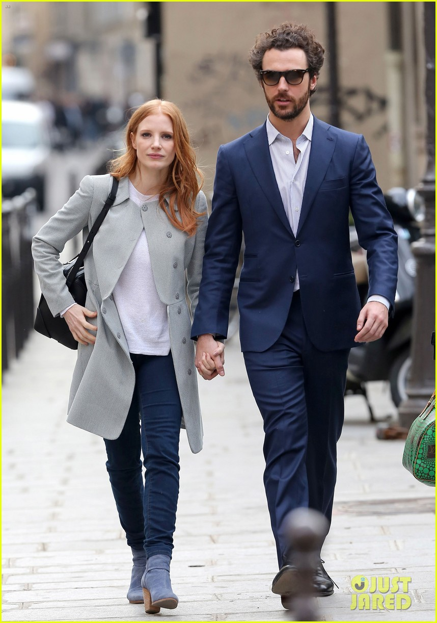 jessica chastain gian luca passi de preposulo hold hands in paris 032826183