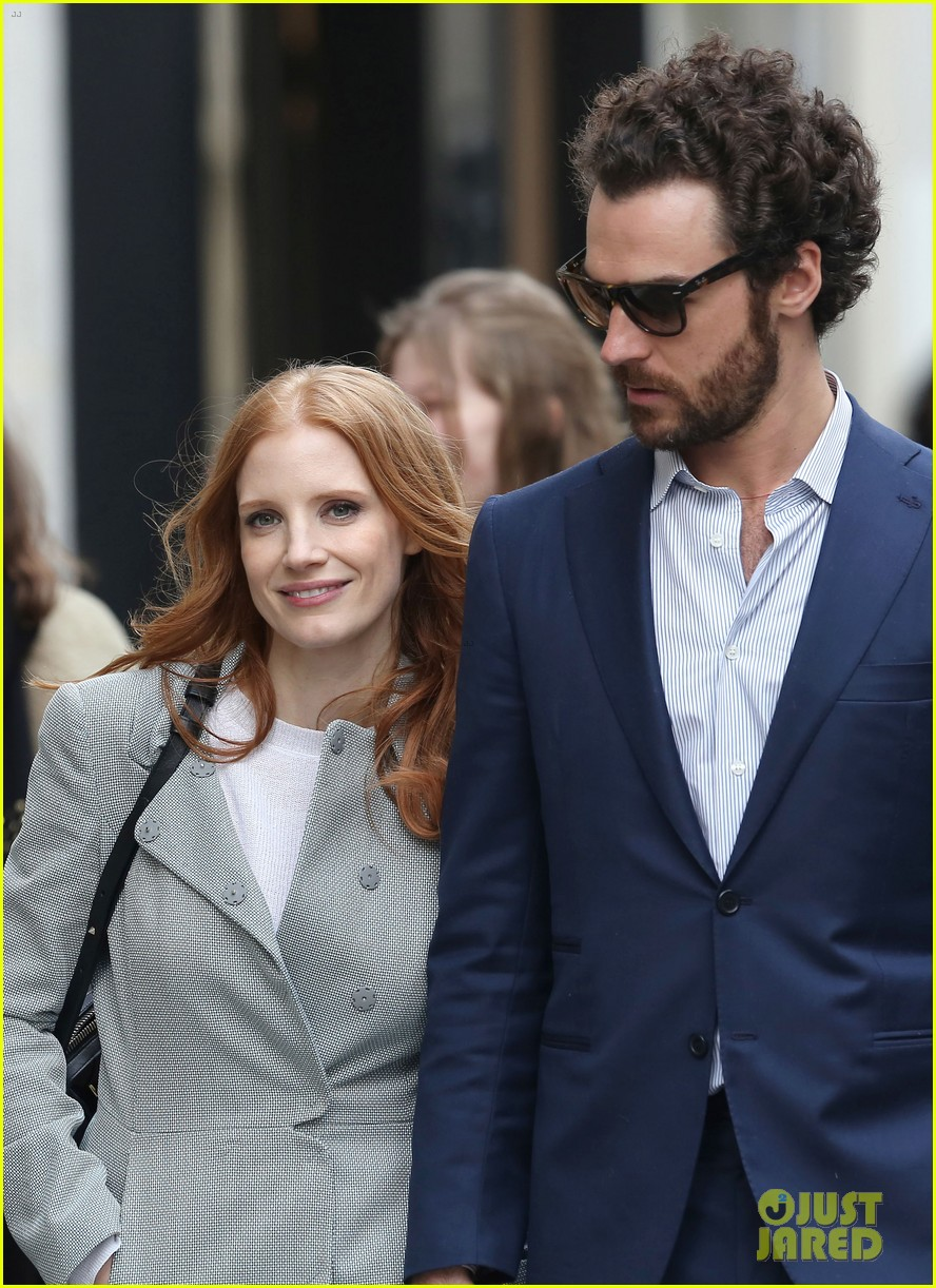 jessica chastain gian luca passi de preposulo hold hands in paris 042826184
