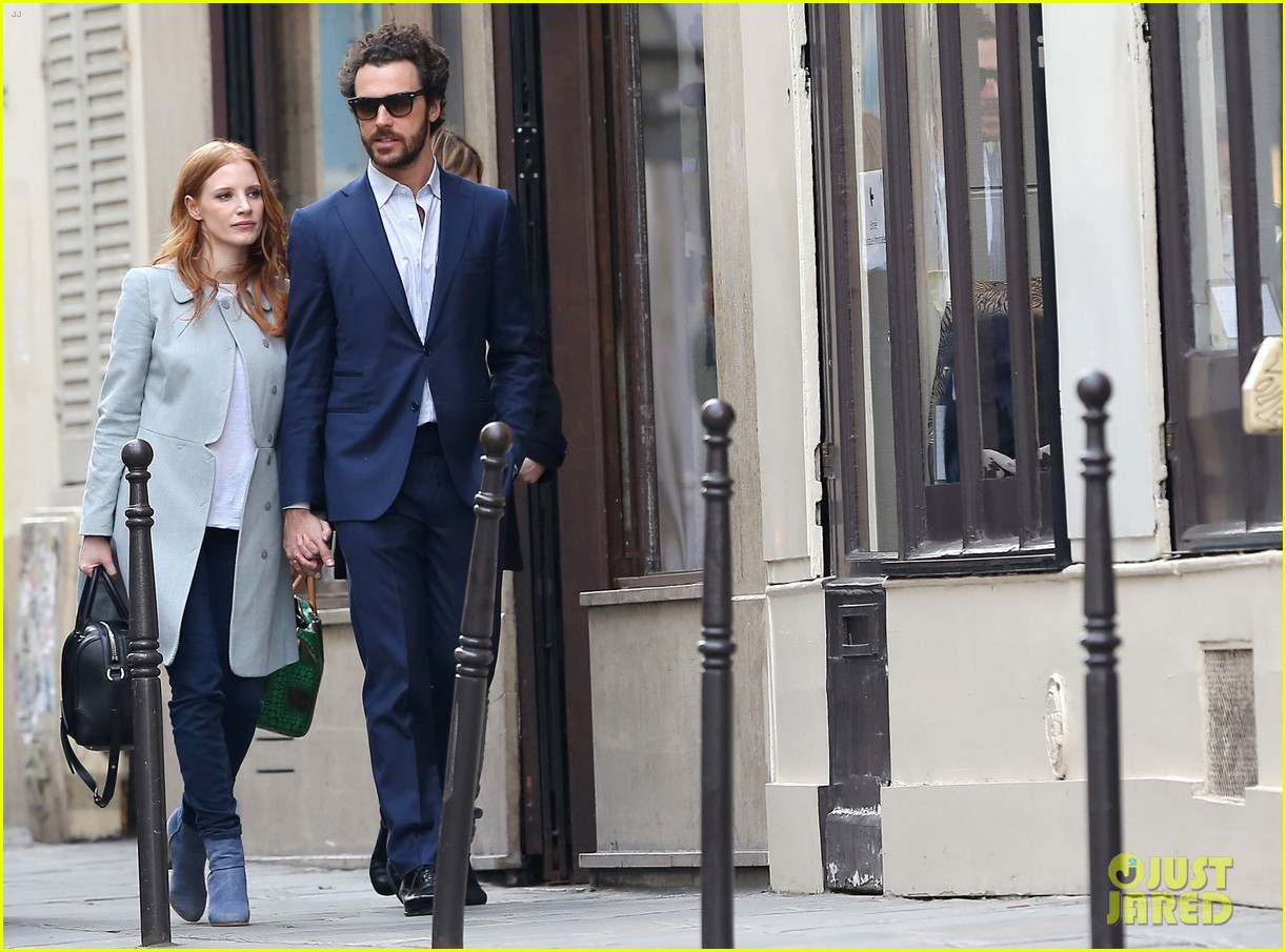 jessica chastain gian luca passi de preposulo hold hands in paris 072826187
