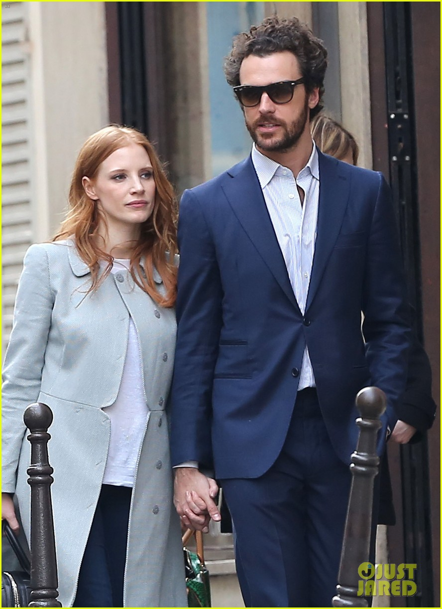 jessica chastain gian luca passi de preposulo hold hands in paris 082826188