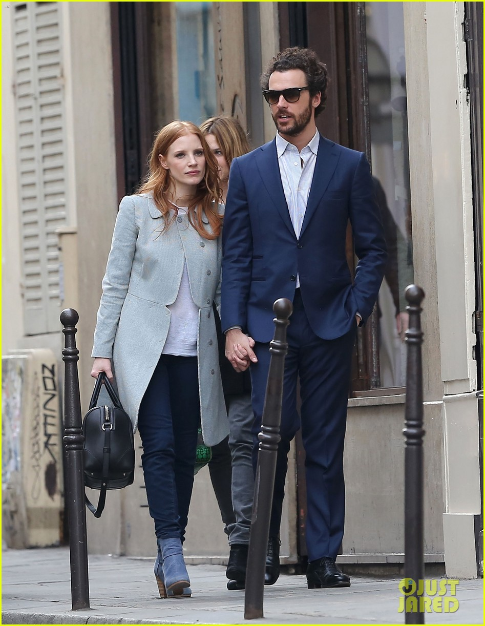jessica chastain gian luca passi de preposulo hold hands in paris 092826189