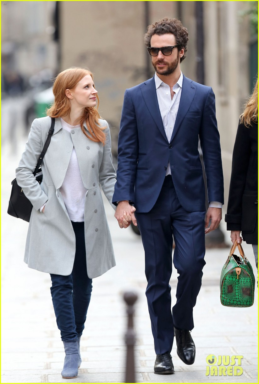 jessica chastain gian luca passi de preposulo hold hands in paris 152826195