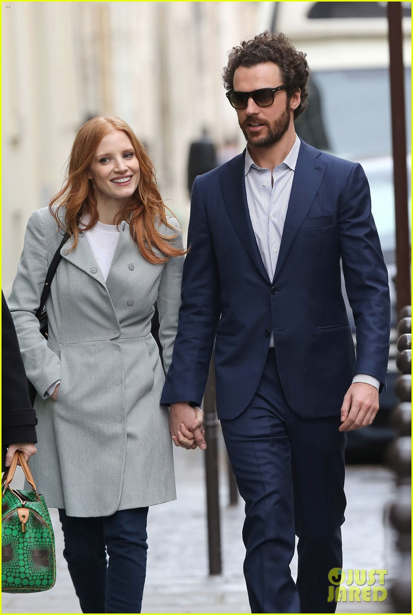 jessica chastain gian luca passi de preposulo hold hands in paris 212826201