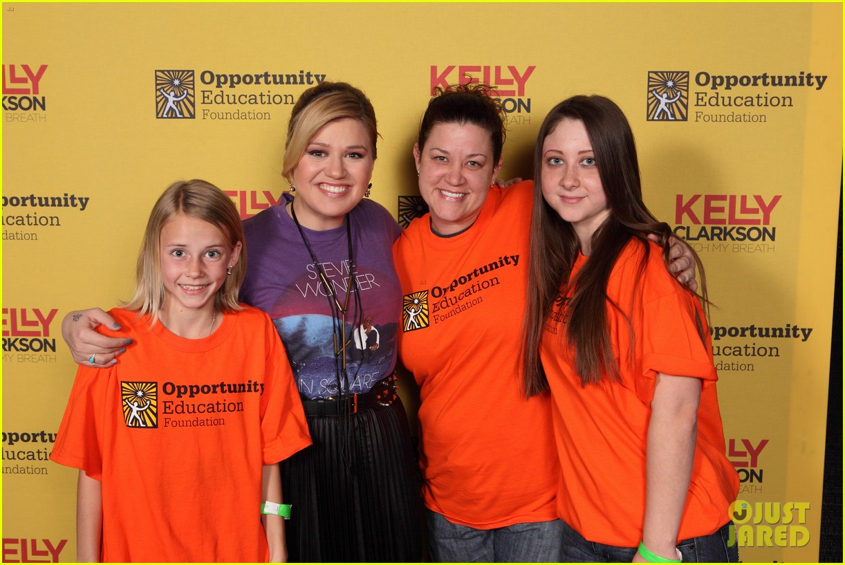 kelly clarkson sings for opportunity education 032824495
