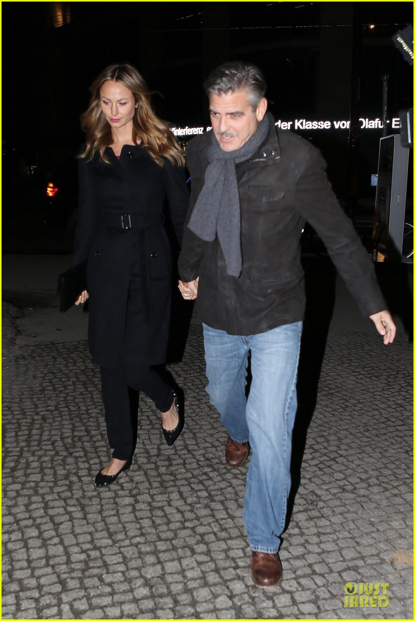 george clooney stacy keibler grille royal dinner with matt damon 012831618