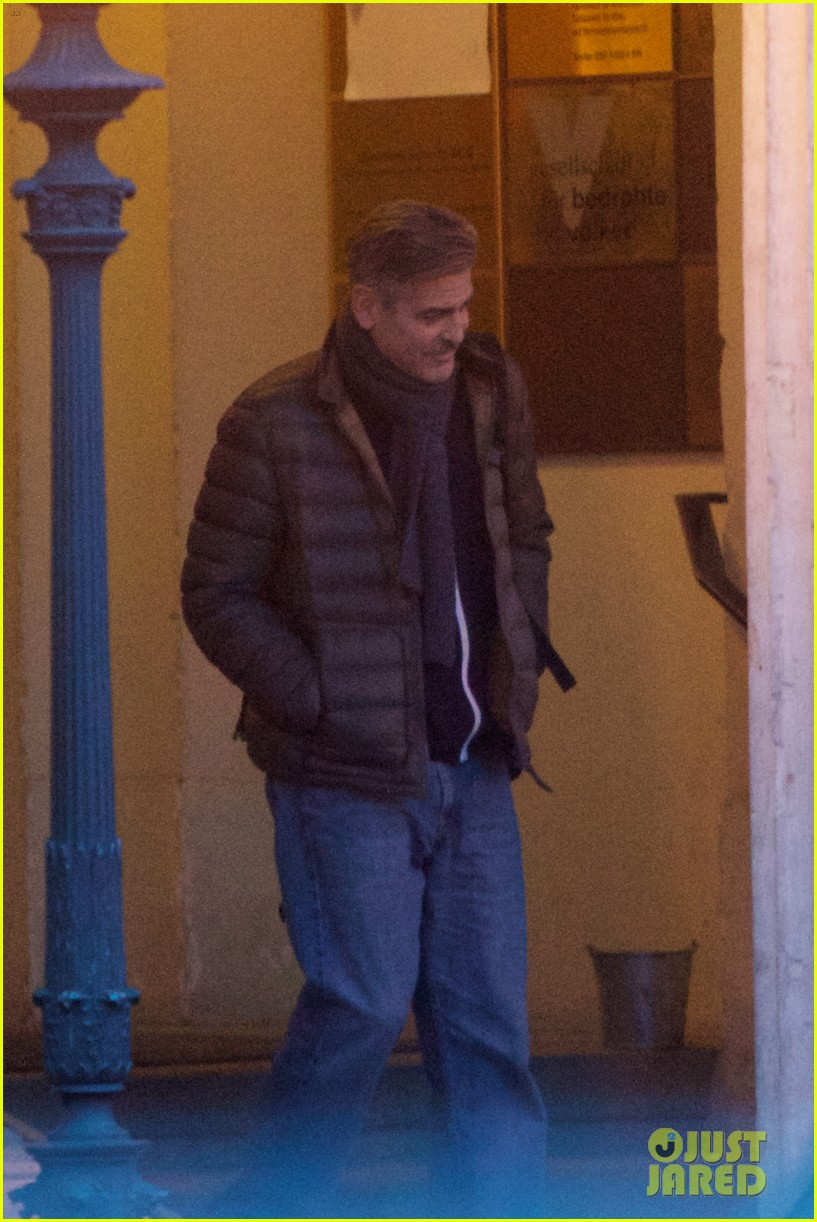 george clooney monuments men set with stacy keibler 01