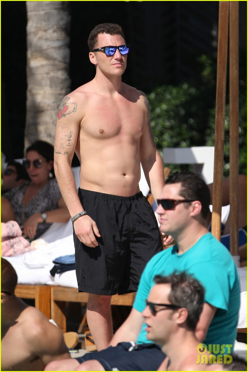 andy cohen sean avery shirtless anniversary 042836731