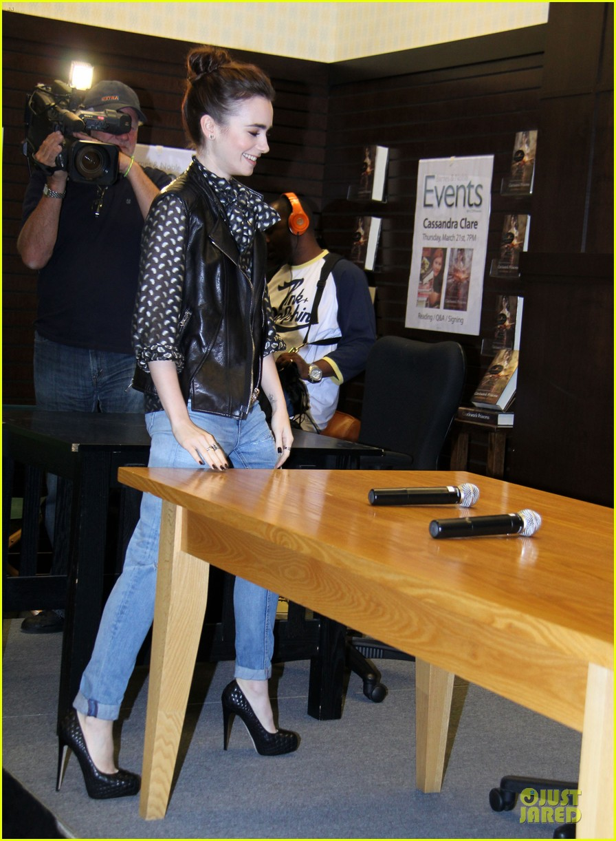 lily collins clockwork princess book release 052835888