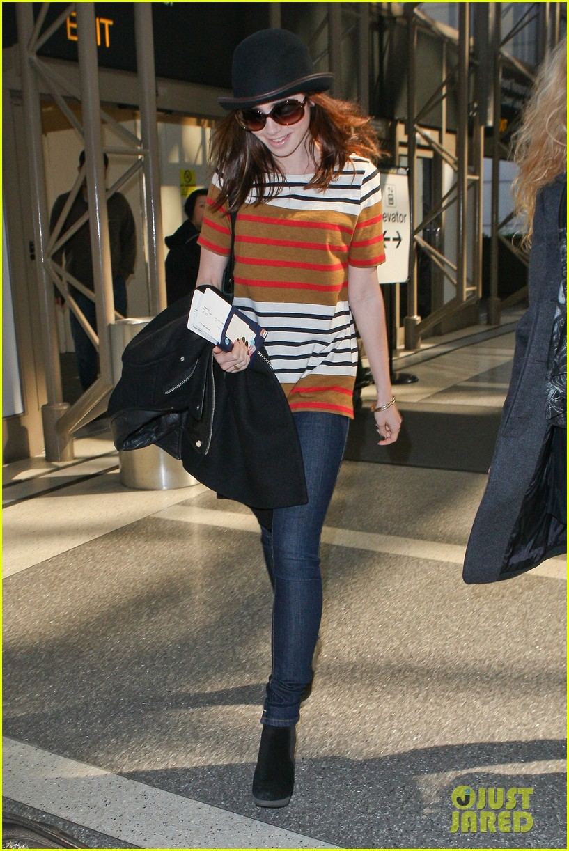 lily collins bowler babe at lax 012825115